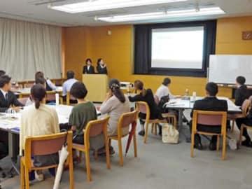 仕事と育児の両立を体験した大学生による発表会(京都市中京区・ウィングス京都)