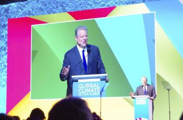 気候行動サミットの全体会合で演説するゴア元米副大統領=14日、米サンフランシスコ(共同)