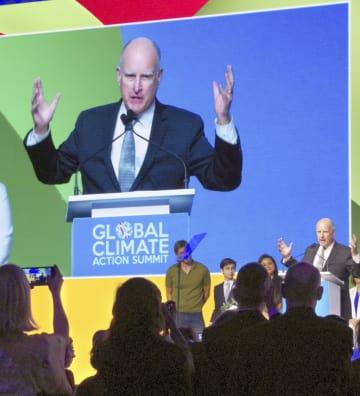 気候行動サミットで演説するカリフォルニア州のブラウン知事=14日、米サンフランシスコ(共同)
