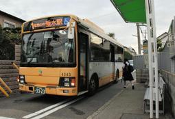 道幅が狭いため、中型のバスが使用されている1系統の路線=神戸市垂水区霞ケ丘6