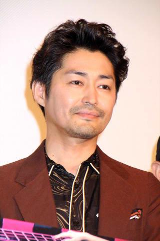 主演映画「愛しのアイリーン」の公開記念舞台あいさつに登場した安田顕さん