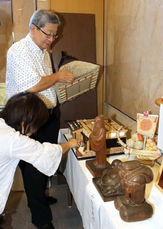 村松地区ゆかりの美術品などを店舗に展示している「松城祭」=五泉市