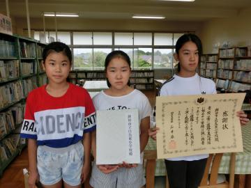 国土交通大臣表彰を受けた鉾田市立白鳥東小の児童たち