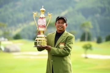 逃げ切りでシニア初優勝を果たしたT・ウィラチャン(提供:日本プロゴルフ協会)