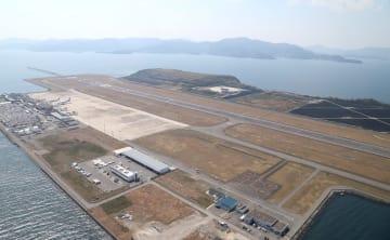 海上空港として改めて防災対策が検討される長崎空港=2016年3月27日