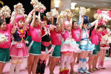 「プリキュア」シリーズの着ぐるみと関東学院大学のチアダンス部Fitsがダンスを披露した「プリキュア15周年記念企画 ダンススペシャルステージ」