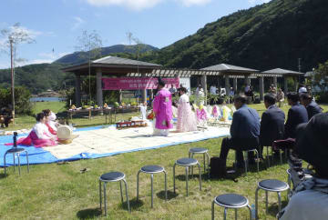 「4.3事件」から70年を迎え、長崎県対馬市で開かれた日韓合同の慰霊祭=16日