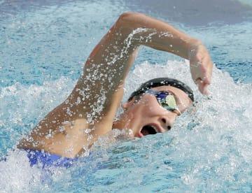 少年女子A100メートル自由形決勝 53秒46で優勝した東京・池江璃花子=敦賀市総合運動公園プール