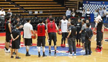 イラン戦に向けて調整するバスケットボール男子日本代表=大田区総合体育館