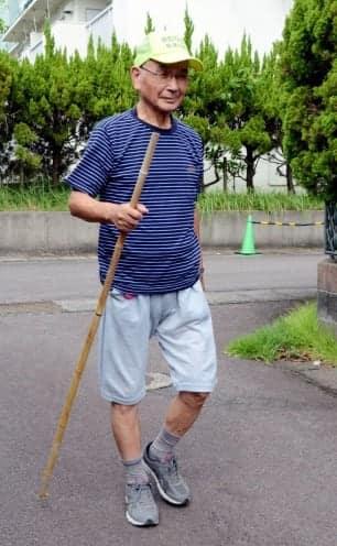 日課のウオーキングを記録し続けている矢崎康二さん=薩摩川内市勝目町