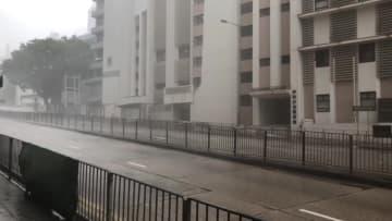 香港、台風22号接近で最高警戒レベル「シグナル10」