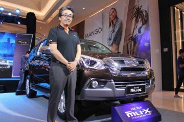 新型エンジンを搭載したD—MAXとMU—Xを「自信を持って送り出したい」と語るいすゞベトナムの能登社長=14日、ホーチミン市