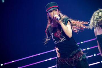 「WE LOVE NAMIE HANABI SHOW 前夜祭~I LOVE OKINAWA/I LOVE MUSIC~supported by セブン-イレブン」に出演した安室奈美恵さん