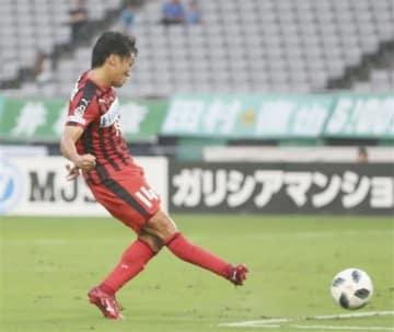 【東京V-熊本】後半33分、同点ゴールを決める熊本の田中=味スタ