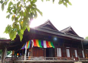 比翼入母屋造り様式で造られた全国唯一の仏堂「祖師堂」。その威容から「大堂」とも呼ばれる=市川市の中山法華経寺