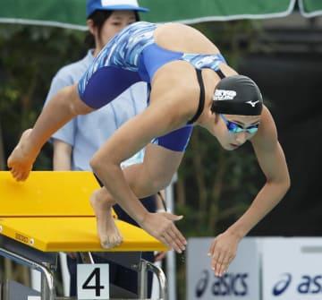 少年女子A50メートル自由形決勝 24秒33で優勝した東京・池江璃花子=敦賀市総合運動公園プール