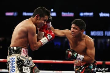 LAS VEGAS, NV - SEPTEMBER 15: Roman Gonzalez punches Moises Fuentes during their super flyweight bout at T-Mobile Arena on September 15, 2018 in Las Vegas, Nevada. (Photo by Al Bello/Getty Images)