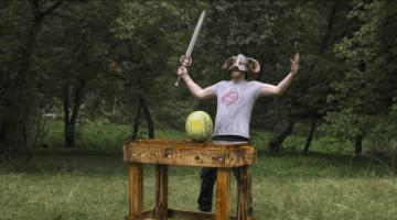 例の鍛冶屋が『スカイリム』の「ドーンブレイカー」を制作!試し切り風景にニヤリ…