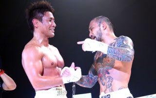 2015年の大みそかに2度目の対戦をした魔裟斗(左)とKID(右)。この時KIDから「また10年後に」と言われていた