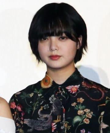 映画「響 -HIBIKI-」の初日舞台あいさつに登場した平手友梨奈さん