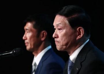 東芝メモリ売却完了 米ベインキャピタルと会見(写真:AFP/アフロ)