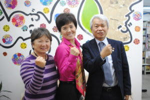 左から上辻副会長、中平さん、中島事務局長