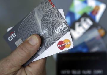 ビザなどのクレジットカード(ロイター=共同)