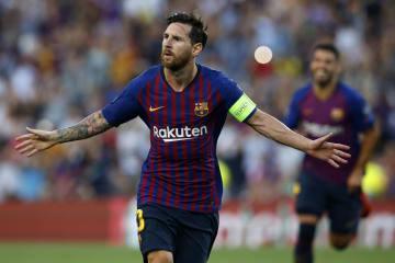欧州チャンピオンズリーグの1次リーグ、PSVアイントホーフェン戦で先制ゴールを決めたバルセロナのメッシ=18日、バルセロナ(AP=共同)