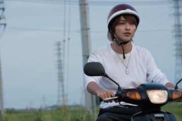 硬派でやんちゃなリョウにふんした横浜流星 - (C) 映画「青の帰り道」製作委員会