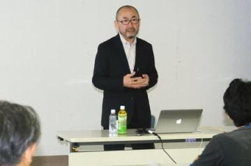 子どもを追い詰める指導や「指導死」について話す大貫隆志さん=16日、新潟市中央区