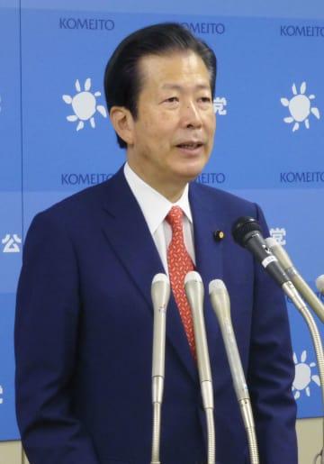 公明党代表選で6選が確定し記者会見する山口代表=19日午後、東京都新宿区の党本部
