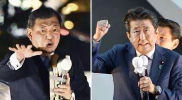 自民党総裁選の最後の訴えで、街頭演説する安倍首相(右)と石破元幹事長=19日夜、東京都内