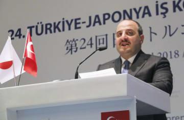 19日、日本トルコ合同経済委で演説するトルコのバランク産業技術相=イスタンブール(共同)