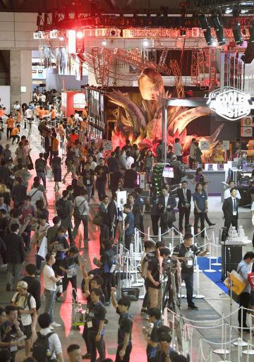 千葉市の幕張メッセで始まった世界最大級のゲームの展示会「東京ゲームショウ2018」=20日午前