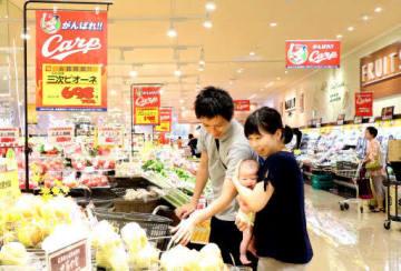 マジックが減った翌日にセールをしている商業施設の売り場(広島市西区)