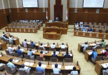 米軍普天間飛行場の沖縄県名護市辺野古移設の賛否を問う県民投票条例案が提出された県議会臨時会=20日午前