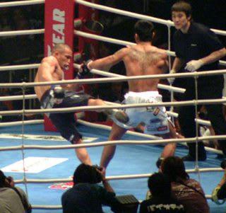 HERO'Sミドル級トーナメントの決勝戦でKID(左)と対戦した須藤(右)