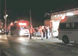 東仙台交番前には事件直後、複数の救急車が駆け付けた=19日午前4時20分ごろ(読者提供)