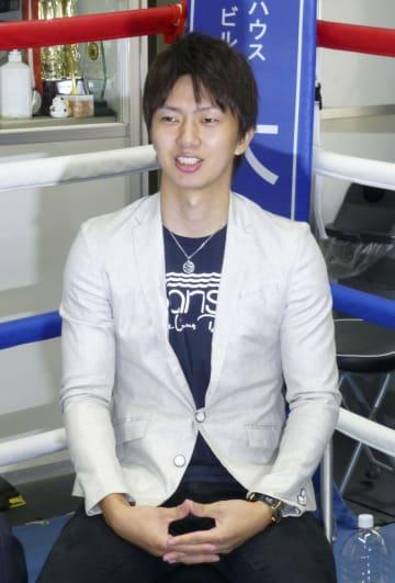 現役続行を表明したボクシング元世界王者の田口良一=20日、東京都品川区のワタナベジム