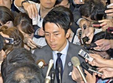 総裁選終了後、囲み取材を受ける小泉進次郎氏=自由民主党本部