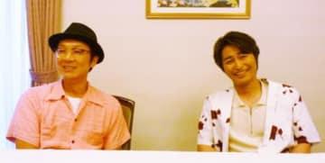 「それなりに期待して見てもらって損はない」と話す安田顕(右)と吉田恵輔監督=大阪市内のホテル
