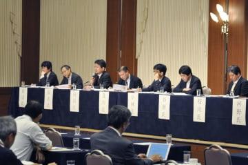 申し合わせを採択し、閉幕したマスコミ倫理懇談会の第62回全国大会=21日午前、札幌市