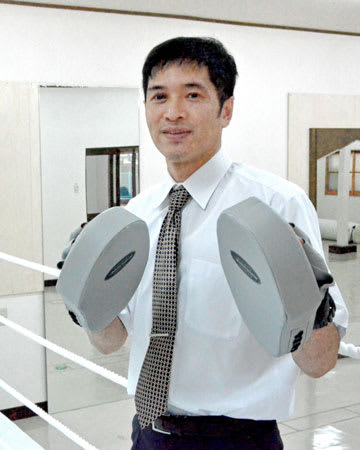 「しが草津ボクシングジム」を開設する山田さん。「ボクシングを通じて『継続は力なり』の大切さを伝えたい」と話す(草津市上寺町)