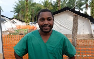 エボラ対応にあたった国境なき医師団(MSF)の看護師でコンゴ人のパシャン・ムヒンド・カマヴ