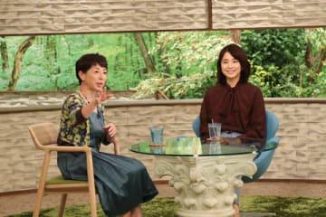 22日に放送されるトーク番組「サワコの朝」に出演する阿川佐和子さん(左)と石田ゆり子さん=MBS提供