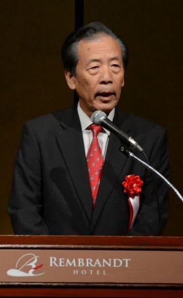 会合であいさつする国民民主党の平野博文幹事長=21日午後、厚木市内