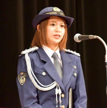 一日署長に就いたアイドルグループ「Juice=Juice」メンバーの高木さん