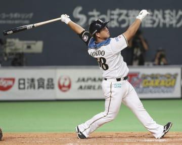 4回日本ハム無死、横尾が右越えに先制ソロを放つ=札幌ドーム