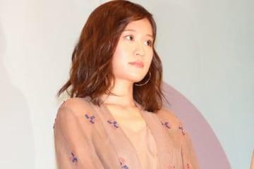 映画「食べる女」の公開記念舞台あいさつに登場した前田敦子さん