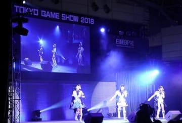 「東京ゲームショウ2018」のステージイベント「『アイドルマスターシャイニーカラーズ』トーク&ミニライブ~Light Up!!! illumination STARS~」の様子